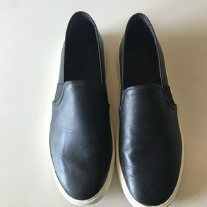 New without tags VINCE classic slip on sneakers